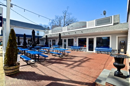 COMMERCIAL PROPERTY ON MAIN STREET OUTDOOR SEATING FOR UP TO 80 - EXPANSION POTENTIAL